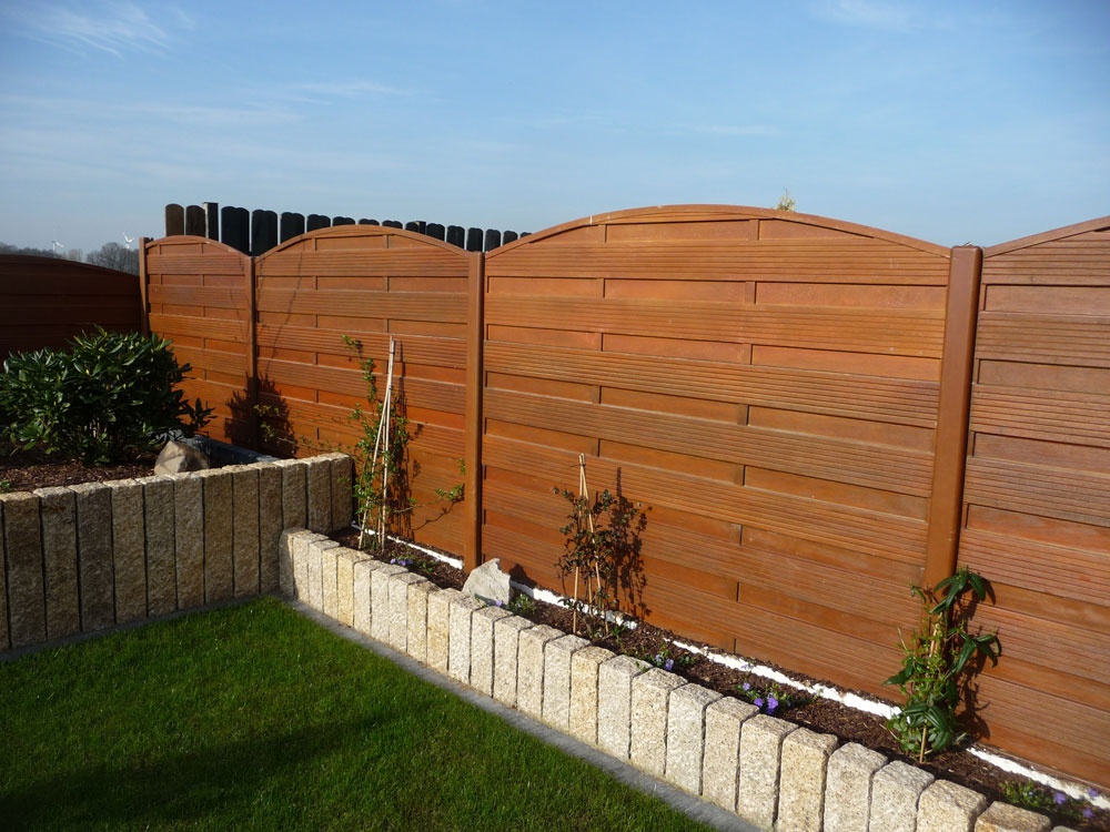 range of concrete fence with wood aspect on 2 sides